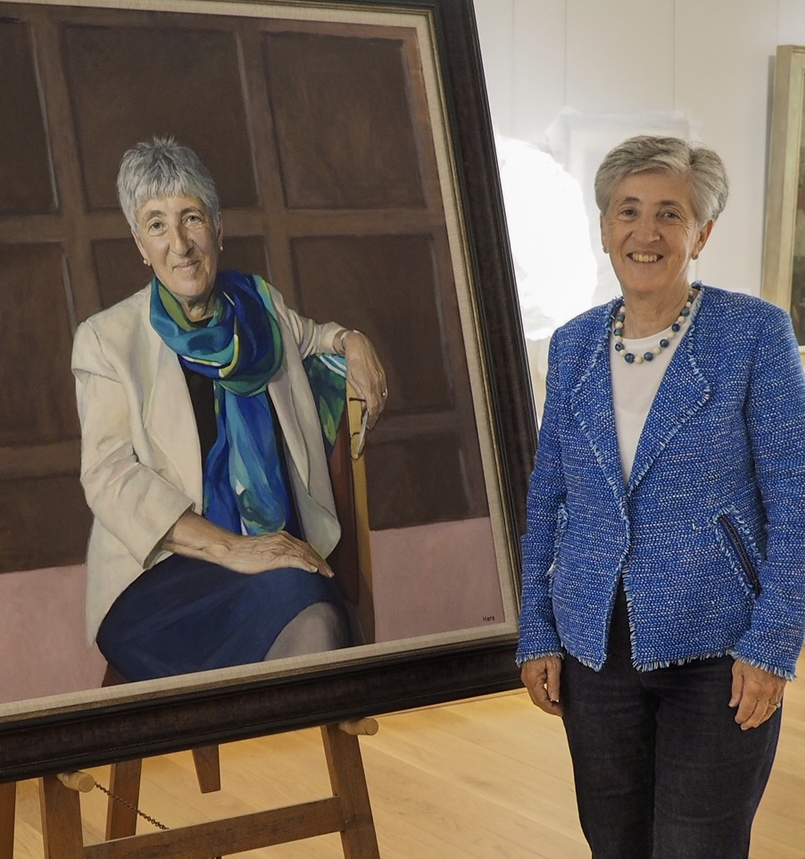 Dame Lynne Brindley with her portrait by Hero Johnson